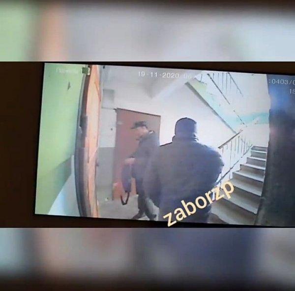 В Запорожье задержали квартирных воров, которые отмечали будущие места краж (ФОТО)