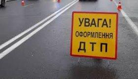 В Запорожье под колеса автомобилей попали двое людей