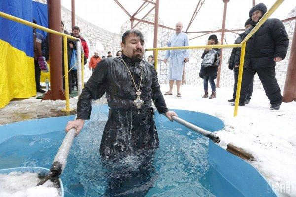 Можно ли купаться в проруби на Крещение переболевшим коронавирусом