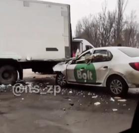 В Запорожье водитель такси уснул за рулем (ФОТО)