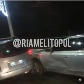 В Запорожской области из-за скользкой дороги в аварию одновременно попало 14 автомобилей (ФОТО)