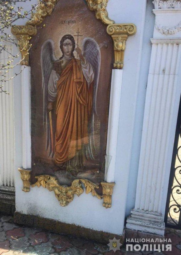 В Запорожской области мужчина устроил погром в храме (ФОТО)