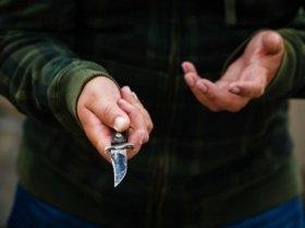 В Запорожье на молодого парня напали возле подъезда его же дома