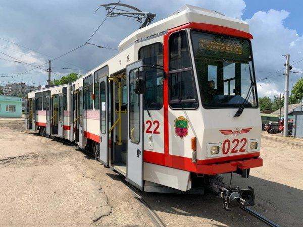 В Запорожье на маршрут вышел новый трамвай