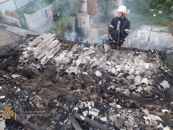 В Запорожской области загорелась крыша жилого дома (ФОТО)