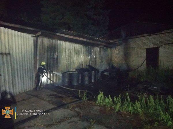 В Запорожской области горел склад (ФОТО)