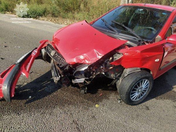 В Запорожье столкнулись два автомобиля, никто не пострадал (ФОТО)
