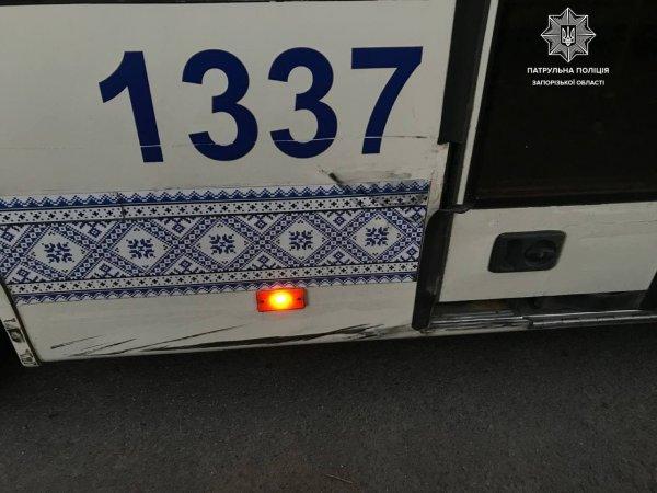 В Запорожье столкнулись два автомобиля (ФОТО)