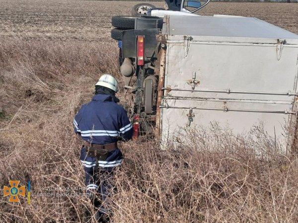 В Запорожской области перевернулся автомобиль (ФОТО)
